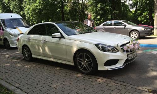 Аренда Мерседес Е212 с водителем в Москве