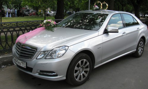 Аренда чёрного Мерседес E200 W212 с водителем в Москве