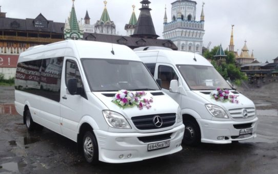How to determine the number of minibuses for a wedding?